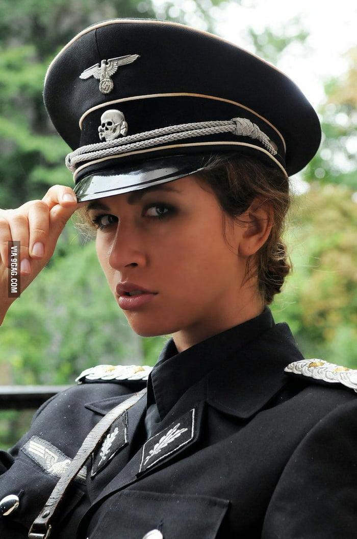 указанный вами фото девушки в немецкой форме ними семейном трахе